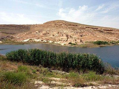 Sýrie Eufrat u hradu Nadžm